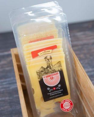 גבינת אמנטל פרוסה
