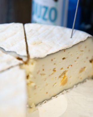 גבינת ברי פחם תאנים משק שוורץ