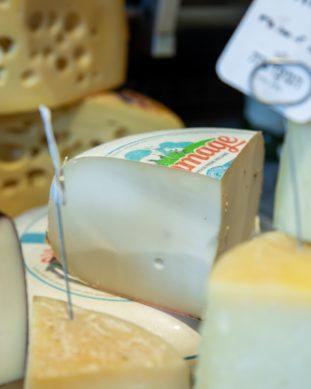 גבינת גאודה עיזים